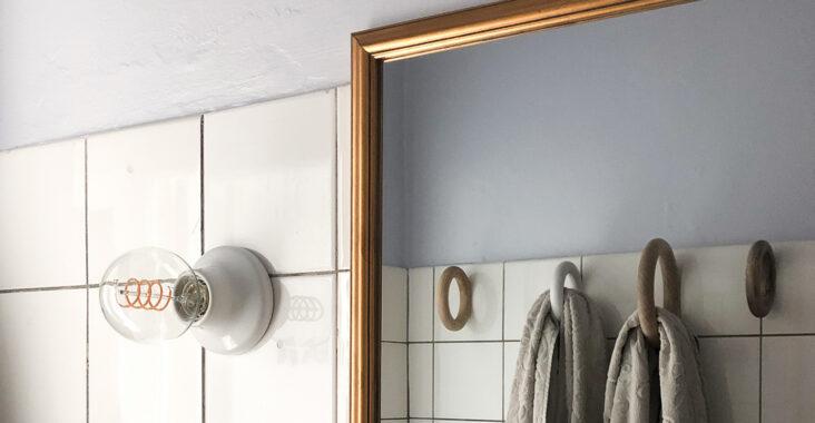 Vores badeværelse har langt om længe fået en gang maling, men resultatet var overraskende.